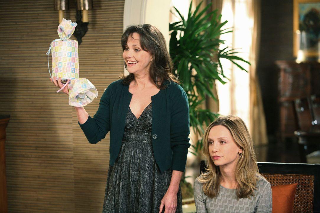 Wird Kitty (Calista Flockhart, r.) sich für die Karriere oder wie Nora (Sally Field, l.) für die Familie entscheiden? - Bildquelle: 2008 ABC INC.