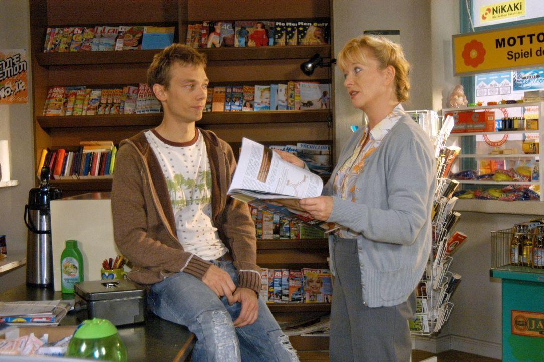 Helga (Ulrike Mai, r.) erzählt Jürgen (Oliver Bokern, l.) begeistert von ihrer geplanten Zukunft als Unternehmerin. - Bildquelle: Noreen Flynn SAT.1 / Noreen Flynn