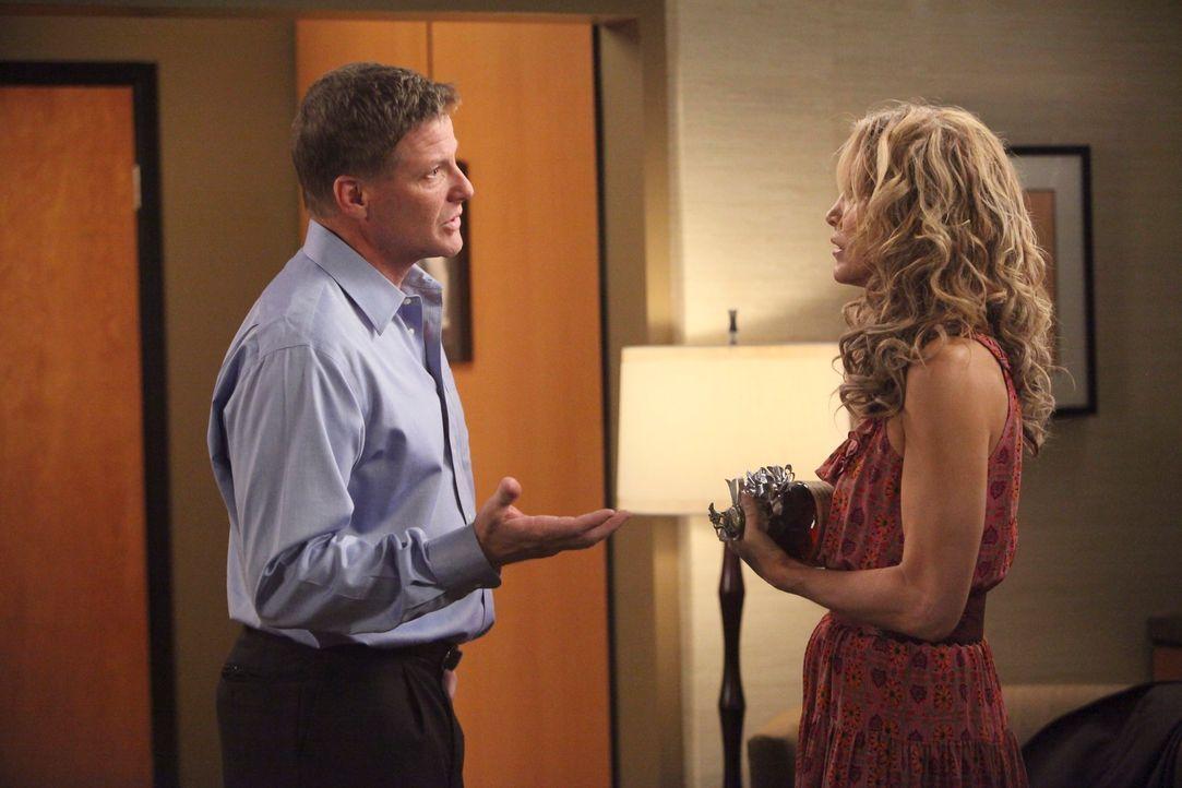 Lynette (Felicity Huffman, r.) versucht ihre Ehe (Doug Savant, l.) mit Tom zu retten, doch gibt er ihr eine Chance? - Bildquelle: ABC Studios
