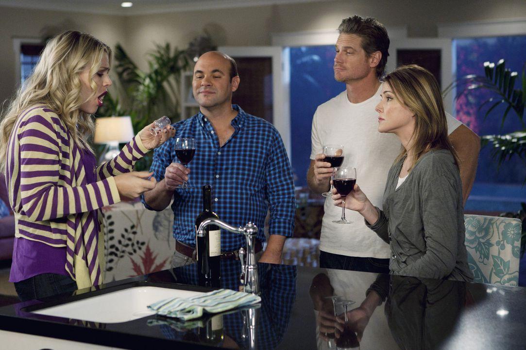 Gute Freunde: Laurie (Busy Philipps, l.), Andy (Ian Gomez, 2.v.l.), Bobby (Brian Van Holt, 2.v.r.) und Ellie (Christa Miller, r.) ... - Bildquelle: 2010 ABC INC.