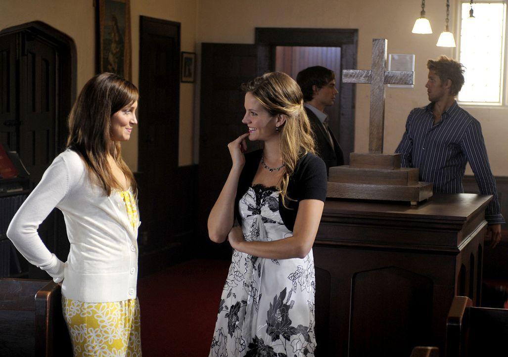 Trish (Katie Cassidy, l.) und Beth (Amber Borycki, 2.v.l.) freuen sich auf die Hochzeitsprobe, doch Henry (Christopher Gorham, 2.v.r.) und Sully (Ma... - Bildquelle: 2009 CBS Studios Inc. All Rights Reserved.