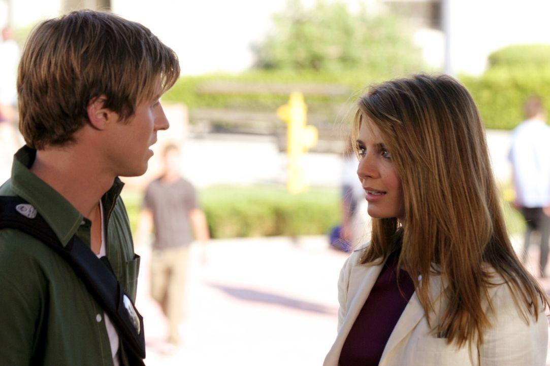 Sowohl Marissa (Mischa Barton, r.) als auch Ryan (Benjamin McKenzie, l.) haben nach den letzten Ereignissen Angst vor dem ersten Schultag ... - Bildquelle: Warner Bros. Television