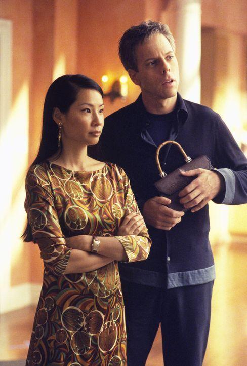 Überall um Richard (Greg Germann, r.) und Ling (Lucy Alexis Liu, l.) herum scheint die Liebe auf eine harte Probe gestellt zu werden ... - Bildquelle: 1999 Twentieth Century Fox Film Corporation. All rights reserved.