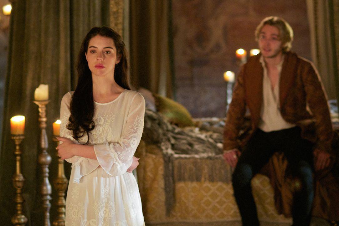 Der Wunsch nach einem Thronfolger lässt Mary (Adelaide Kane, l.) Francis (Toby Regbo, r.) aufsuchen. Doch ist sie dafür schon bereit? - Bildquelle: Sven Frenzel 2014 The CW Network, LLC. All rights reserved.