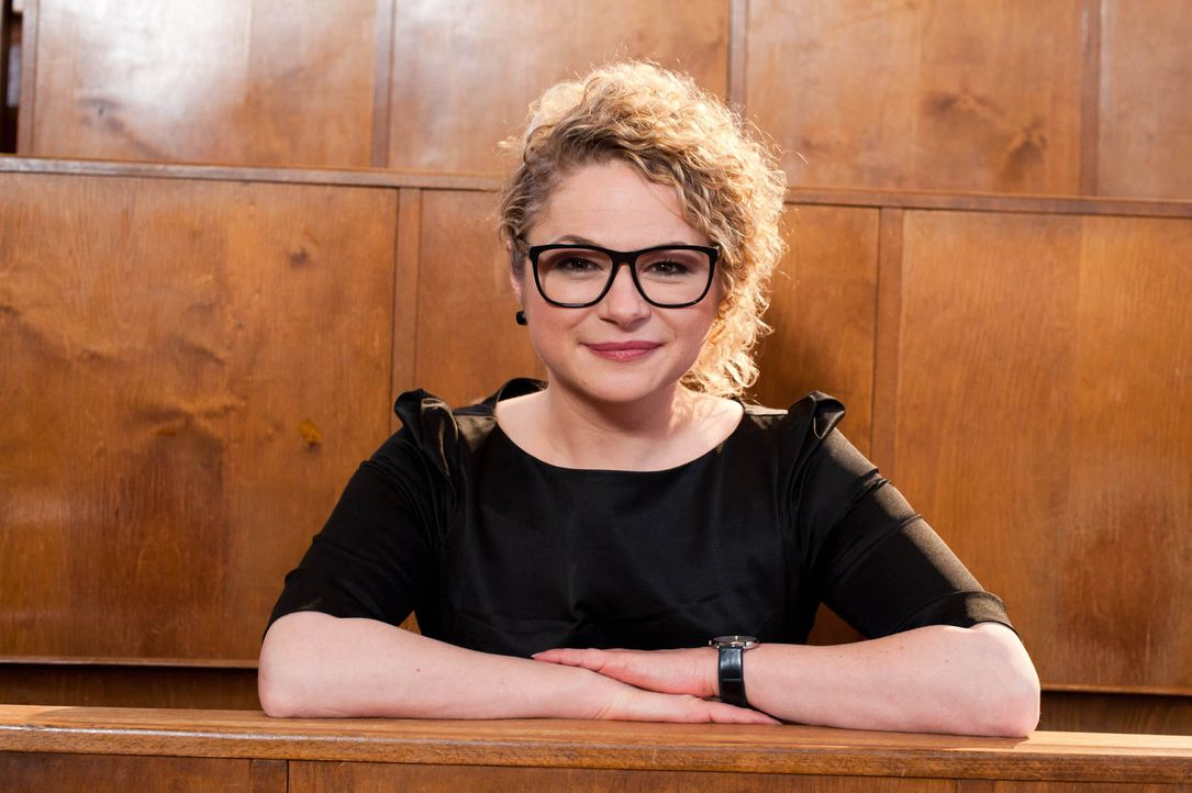 Psychotherapeutin Dr. Sandra Köhldorfer nimmt die Singles ganz genau unter die Lupe und findet für jeden den richtigen Partner ... - Bildquelle: Benedikt Müller SAT.1