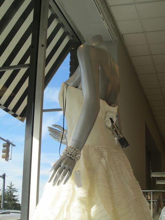 Braut Megan möchte, entgegen aller Traditionen, in einem schwarzen Kleid heiraten, während Whitney sich in ein zu kleines Hochzeitskleid verliebt un... - Bildquelle: TLC