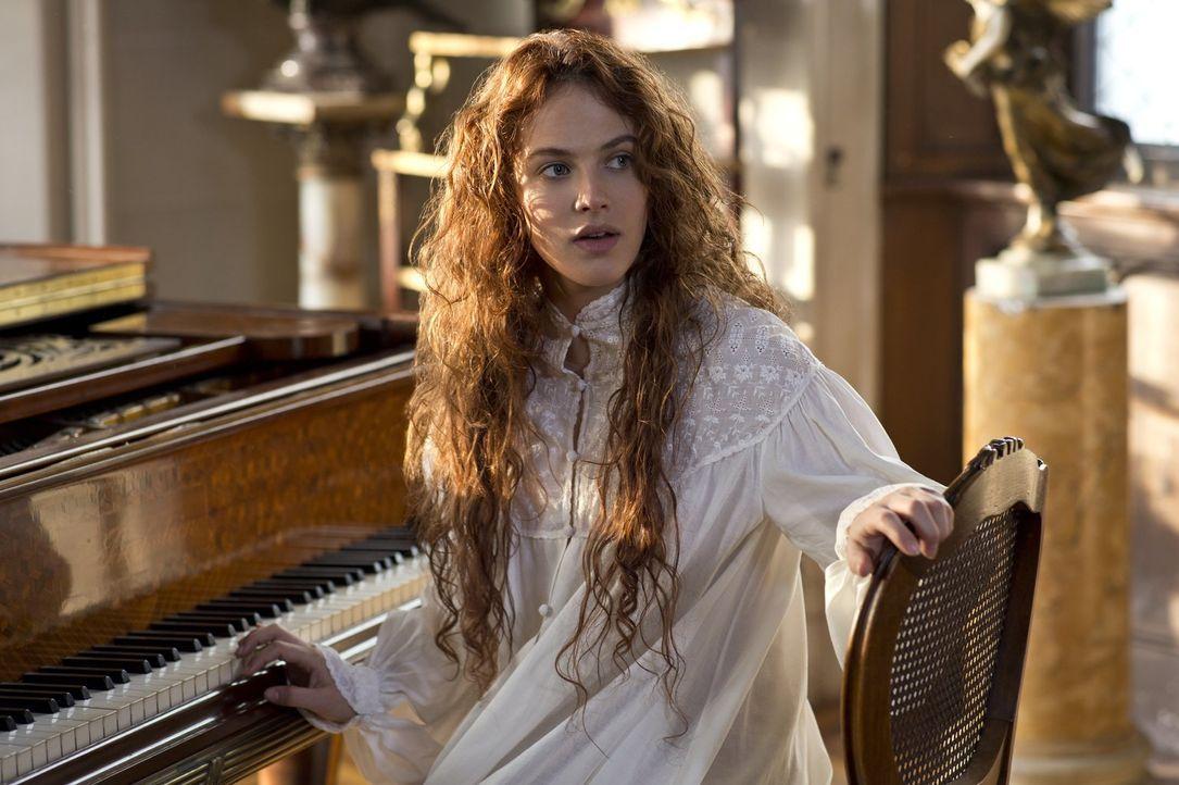 """Beverly (Jessica Brown-Findlay) ist der Meinung, dass jeder Mensch mit einem ihm """"innewohnenden Wunder"""" geboren wird. Doch kann sie davon den Kleink... - Bildquelle: Warner Brothers"""