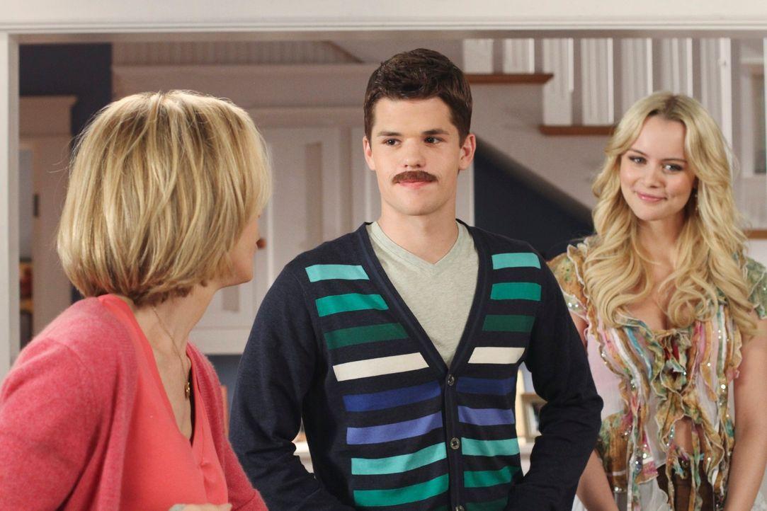 Lynette (Felicity Huffman, l.) kann nicht fassen, dass Preston (Max Carver, M.) wegen Irina (Helena Mattsson, r.) sein Studium geschmissen und nun e... - Bildquelle: ABC Studios