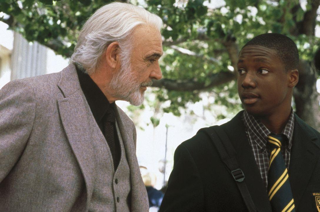 Zwischen dem begabten Jamal (Rob Brown, r.) und dem schwierigen William Forrester (Sean Connery, l.) entsteht schon bald ein inniges Verhältnis ... - Bildquelle: Columbia Pictures