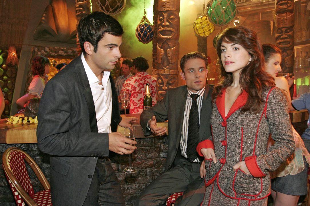 Mariella (Bianca Hein, r.) ist enttäuscht von David (Mathis Künzler, l.) und Max (Alexander Sternberg, M.). - Bildquelle: Noreen Flynn SAT.1 / Noreen Flynn