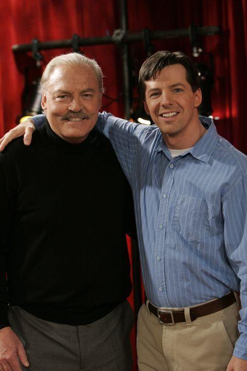 Als Jack (Sean Hayes, r.) erfährt, dass sein ehemaliger Schüler Wendell (Stacy Keach, l.) seinen Schauspielkurs übernommen hat, ist er stinksauer un... - Bildquelle: Chris Haston NBC Productions