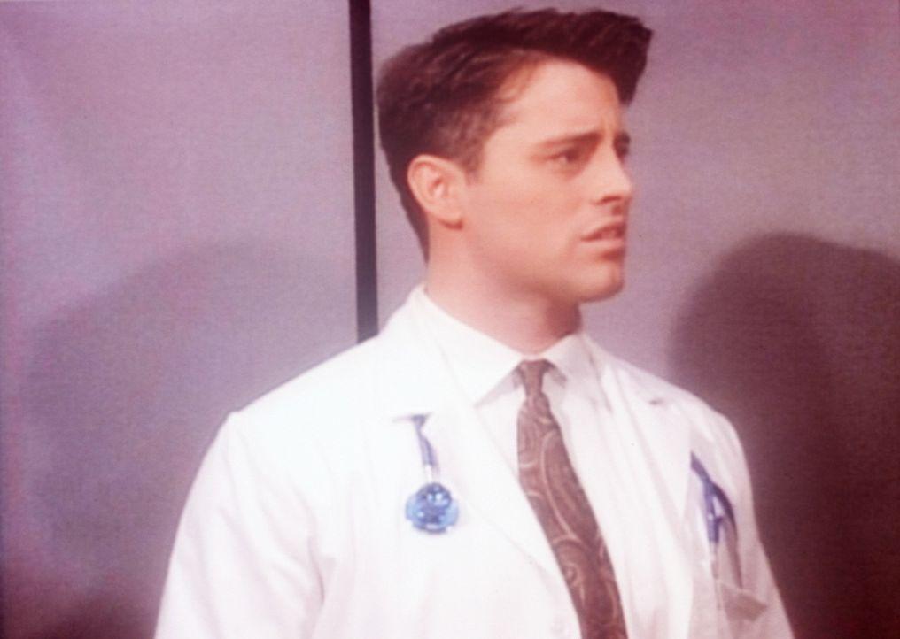 Joey (Matt LeBlanc) absolviert seinen letzten Drehtag. - Bildquelle: TM+  2000 WARNER BROS.