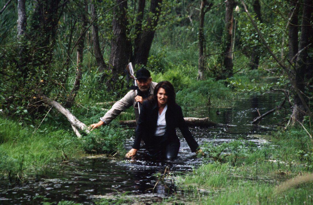 Durch ihre Gier nach dem Geld werden aus Paul (Michael Mendl, l.) und seiner Frau Lea (Iris Berben, r.) erbitterte Gegner. - Bildquelle: Sat.1