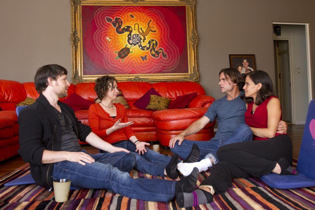 Nicht alles, was in ihrer Runde angesprochen wird stoßt bei allen auf Begeisterung: Kamala (r.), Michael (2.v.r.), Jen (2.v.l.) und Tahl (l.) ... - Bildquelle: Showtime Networks Inc. All rights reserved.