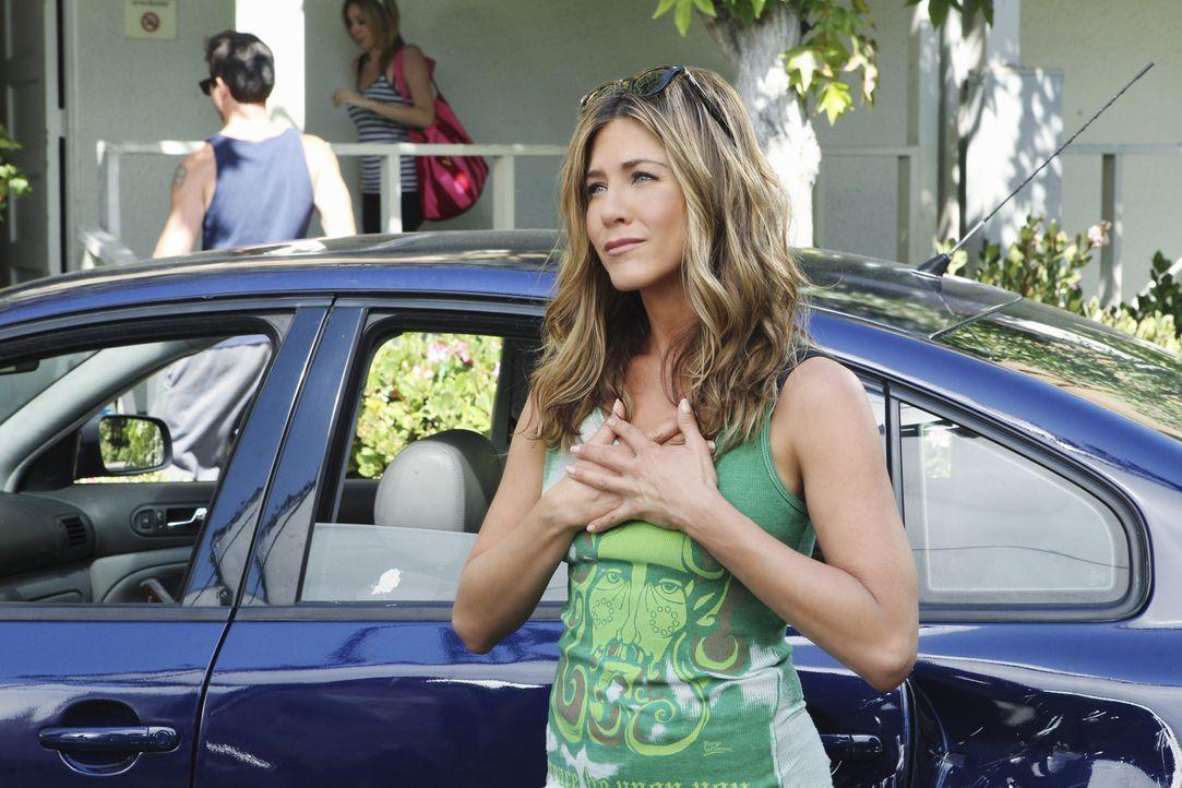 Jules leidet darunter, dass Travis flügge wird und in ein College-Wohnheim zieht. Darum sucht sie sich eine Therapeutin (Jennifer Aniston) ... - Bildquelle: 2010 ABC INC.