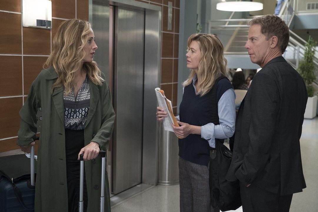 (v.l.n.r.) Dr. Teddy Altman (Kim Raver); Dr. Meredith Grey (Ellen Pompeo); Dr. Thomas Koracik (Greg Germann) - Bildquelle: Eric McCandless ABC Studios / Eric McCandless