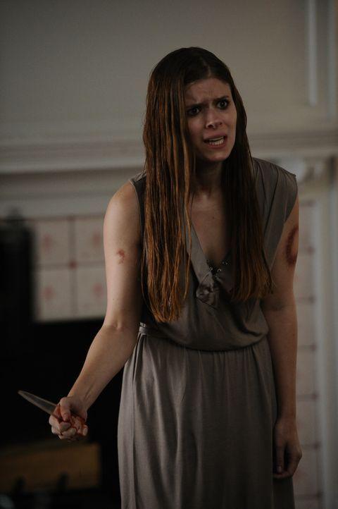 Mit einer Glasscherbe bewaffnet macht sich Hayden McClaine (Kate Mara) auf den Weg in das Haus der Harmons, um Vivien endlich reinen Wein einzuschen... - Bildquelle: 2011 Twentieth Century Fox Film Corporation. All rights reserved.
