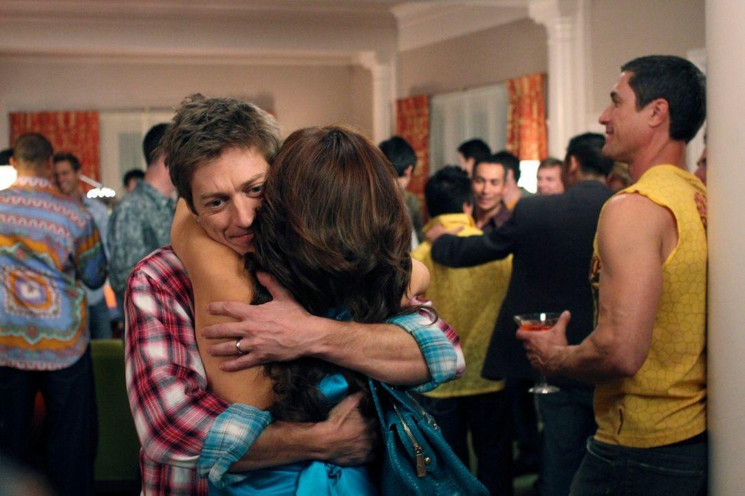 Gabrielle (Eva Longoria, r.) erhält eine Auszeit vom Elterndasein, als Celia Windpocken bekommt, gegen die sie nicht immun ist. Daraufhin quartiert... - Bildquelle: ABC Studios