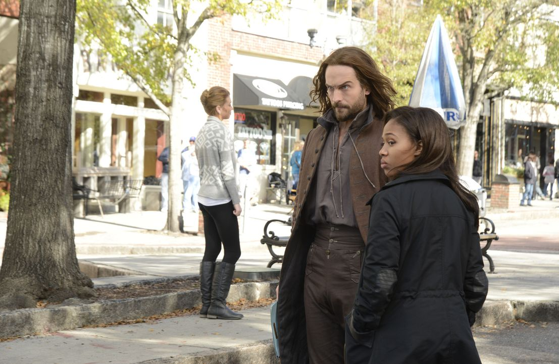 Noch ahnen Ichabod (Tom Mison, l.) und Abbie (Nicole Beharie, r.) nicht, wer sich ihnen in den Weg stellen wird ... - Bildquelle: 2014 Fox and its related entities. All rights reserved