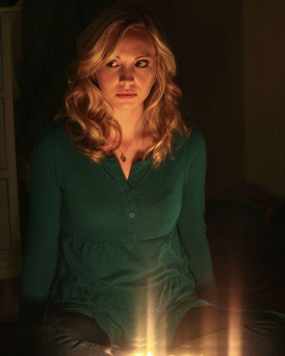 Noch hält Caroline (Candice Accola) nicht viel von der Idee, eine Séance abzuhalten ... - Bildquelle: Warner Brothers