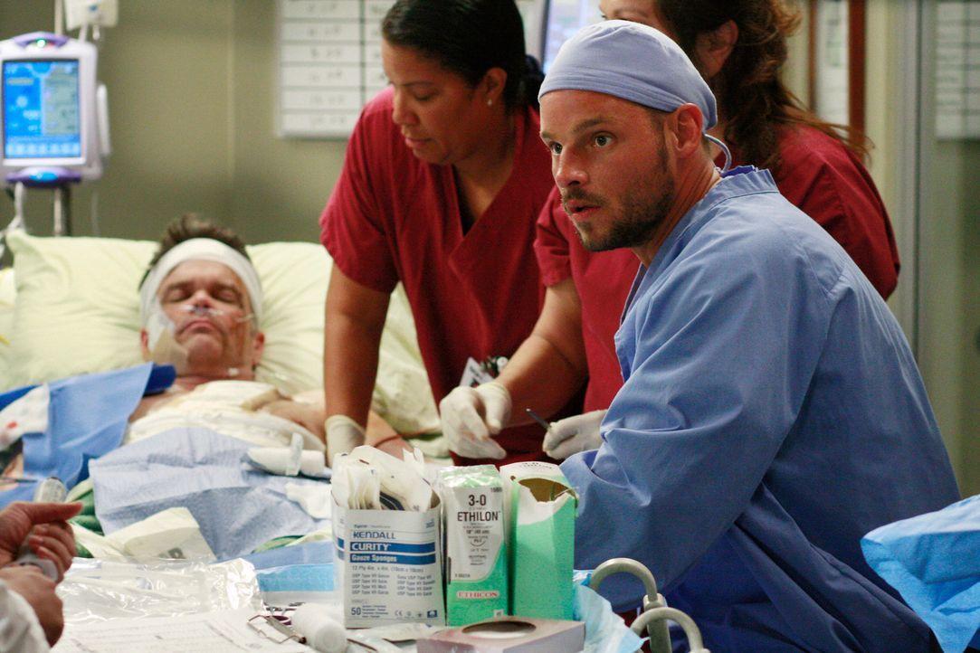 Alex (Justin Chambers, r.), Izzie, Cristina und Meredith liefern sich einen Wettkampf nach Punkten, wer der beste Chirurg ist - und jeder will natü... - Bildquelle: Touchstone Television