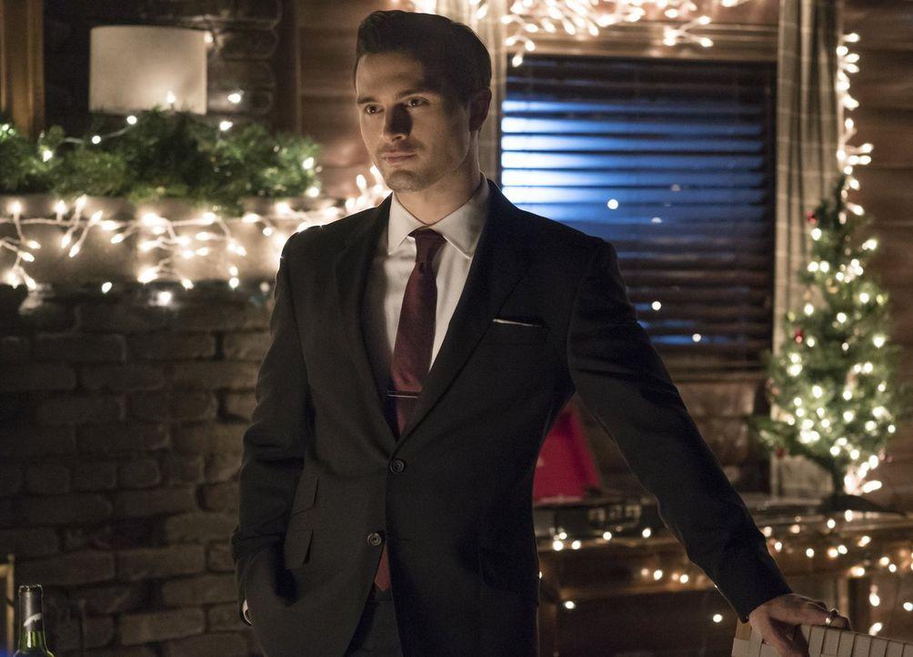 Enzo (Michael Malarkey) erfährt die wahren Beweggründe der Armory dafür, warum sie Bonnie jagen. Wird sich Enzo auf einen Deal mit Alex einlassen? - Bildquelle: Warner Bros. Entertainment, Inc.