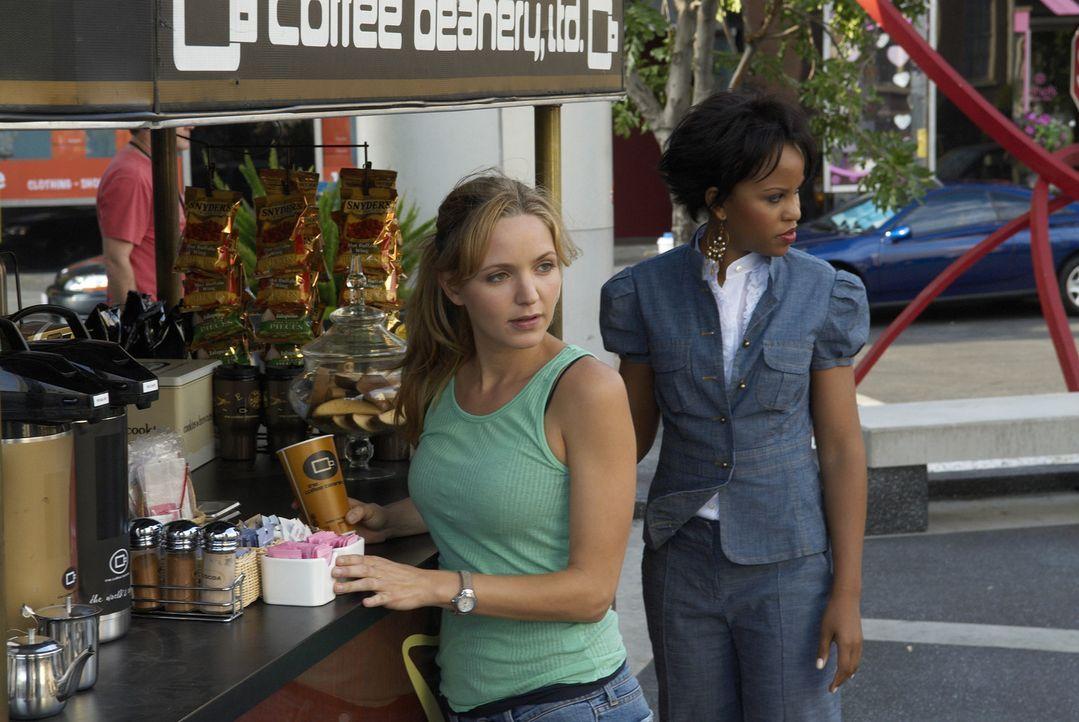 Stephanie (Kellee Stewart, r.) merkt bald, dass P.J. (Jordana Spiro, l.) kaum noch Zeit für ihre Freunde hat, seit sie Hank kennengelernt hat ... - Bildquelle: 2006 Sony Pictures Television Inc. All Rights Reserved.