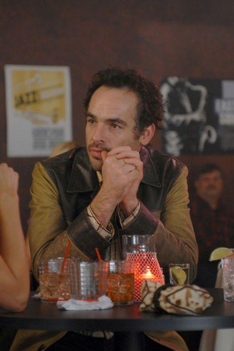 Shane (Paul Blackthorne) hat endlich wieder einen Musikjob an Land gezogen. Seine Stimmung hebt sich dadurch sichtlich ... - Bildquelle: 2004 NBC, Inc.