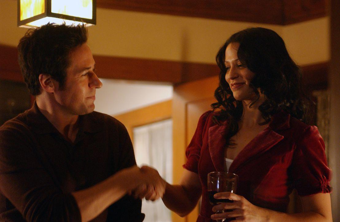 Don (Rob Morrow, l.) bedankt sich bei Amita (Navi Rawat, r.) für ihre Hilfe ... - Bildquelle: Paramount Network Television