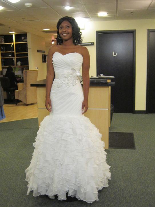 Nachdem ihrer Mutter das eigentliche Kleid nicht gefallen hat, sucht Jacklyn Wilson jetzt das perfekte Hochzeitskleid ... - Bildquelle: Discovery Communications