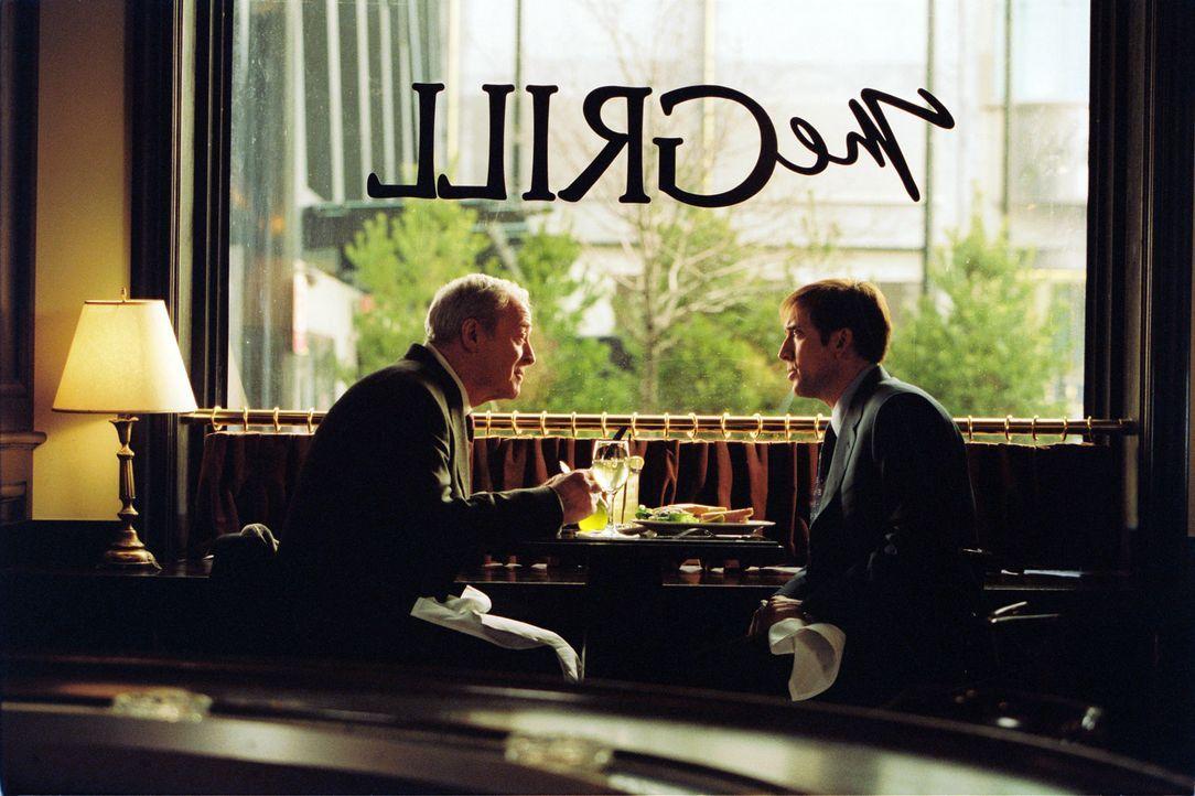 Daves (Nicolas Cage, r.) Bemühungen, etwas Anerkennung von seinem Vater (Michael Cain, l.), einem berühmten Schriftsteller, zu erhalten, scheitern... - Bildquelle: 2004 by PARAMOUNT PICTURES. All Rights Reserved.