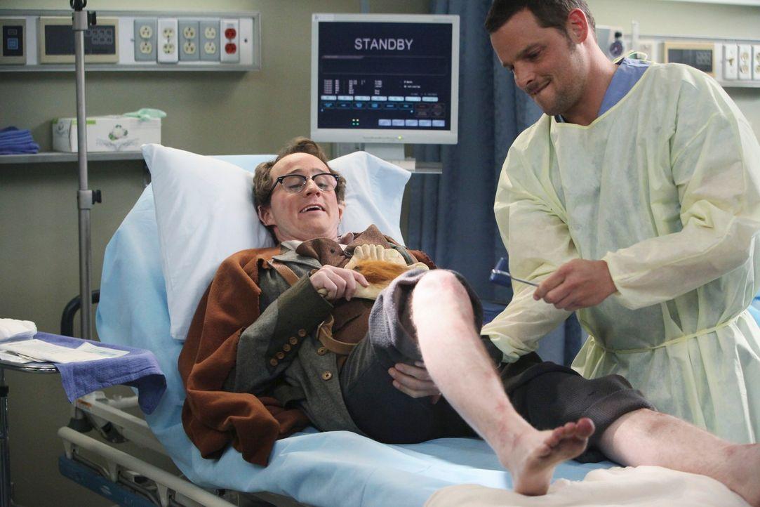 Nachdem bei einer Comicbuch-Convention Massenpanik ausbrach, wird Carter (Matt Doherty, l.) ins Seattle Grace eingeliefert. Alex (Justin Chambers, r... - Bildquelle: ABC Studios