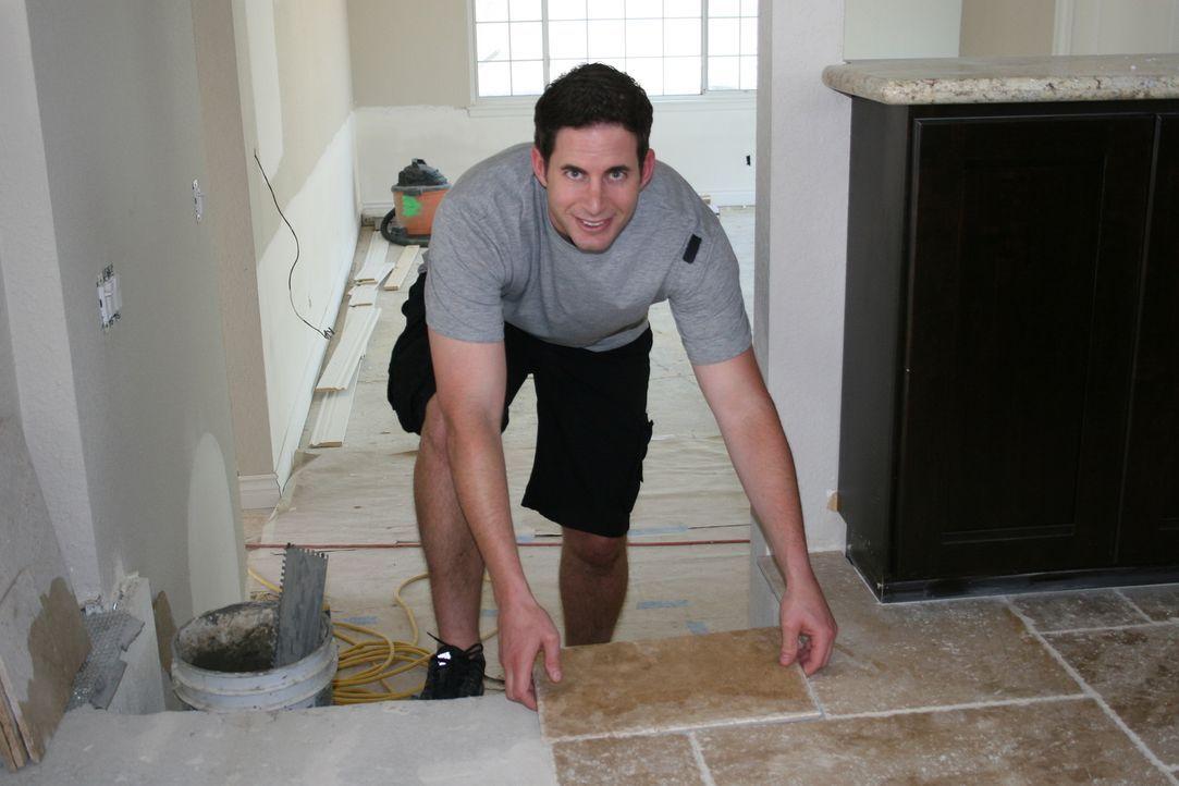 Tarek El Moussa gibt sein Bestes, um alte Häuser in neuem Glanz erscheinen zu lassen ... - Bildquelle: 2014,HGTV/Scripps Networks, LLC. All Rights Reserved