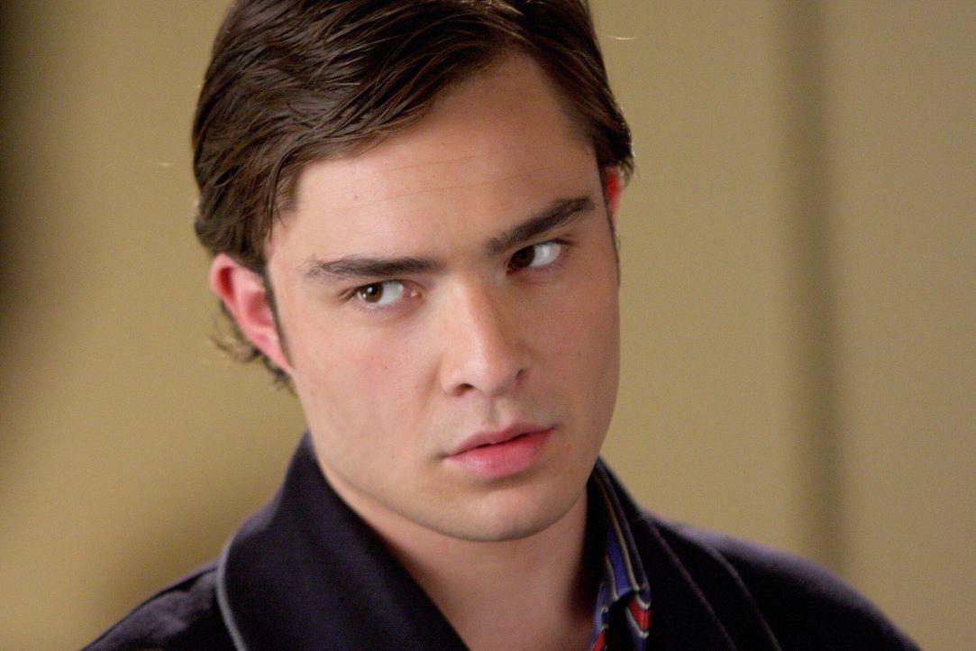 Chuck (Ed Westwick) sucht nach einem Mittel, um die Kennenlernparty von Blairs und Marcus' Eltern zu sabotieren ... - Bildquelle: Warner Brothers