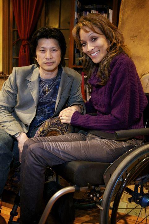 Angela (r.) und der Schauspieler Dustin Nguyen (l.) haben sich zwar entscheiden, getrennt zu leben, dennoch sind sie Seelenverwandt und fühlen sich...