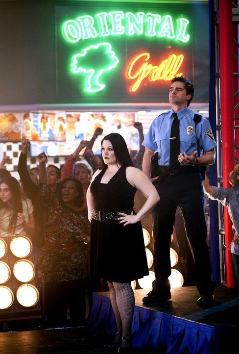 Jane alias Deb (Brooke Elliott, M.) träumt davon, ein großer Musicalstar zu sein - bizarrerweise in einem Stück, in dem sich alles ums Essen dreh... - Bildquelle: 2009 Sony Pictures Television Inc. All Rights Reserved.