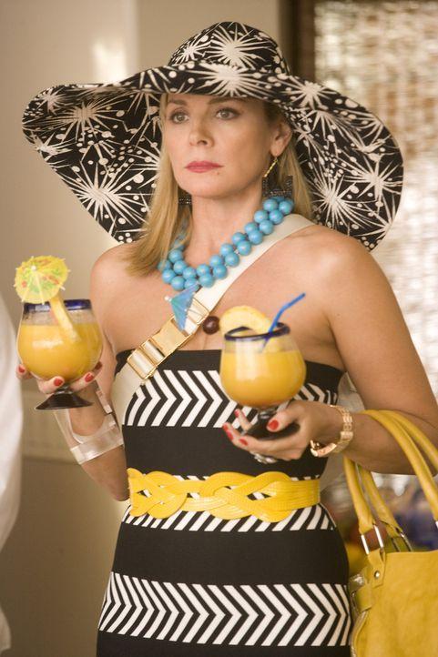 Als Samantha (Kim Catrall) das Hotelzimmer sieht, ist ihr eines sofort klar. Alles, was darauf hindeutet, dass es sich hier um die Hochzeitssuite ha... - Bildquelle: Warner Brothers