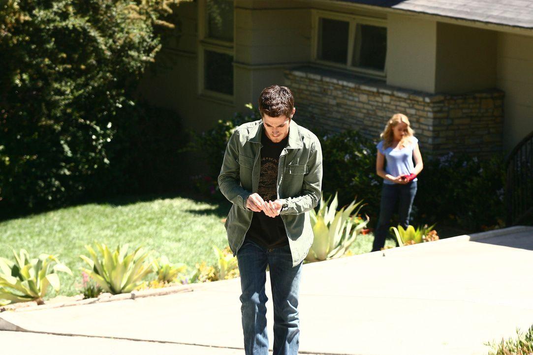 Justin (Dave Annable, l.) sucht  Holly (Patricia Wettig, r.) auf und stellt sie zur Rede. Die Bestätigung, dass die Liaison jahrelang andauerte, wi... - Bildquelle: Disney - ABC International Television