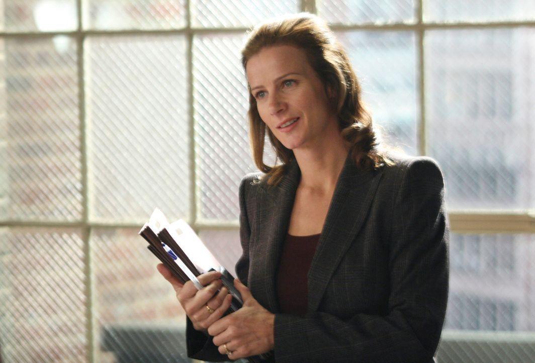 Sarah (Rachel Griffiths) hält eine pikante Überraschung für Holly und Nora bereit ... - Bildquelle: Disney - ABC International Television