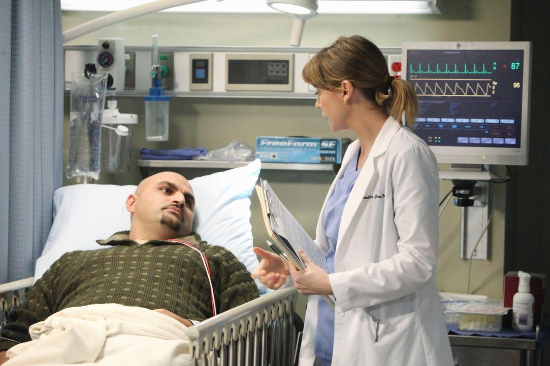 Während ihrer Tätigkeit als Oberaufsicht über die Notaufnahme, lernt Meredith (Ellen Pompeo, r.), dass in einer Stunde wirklich vieles passieren kan... - Bildquelle: ABC Studios