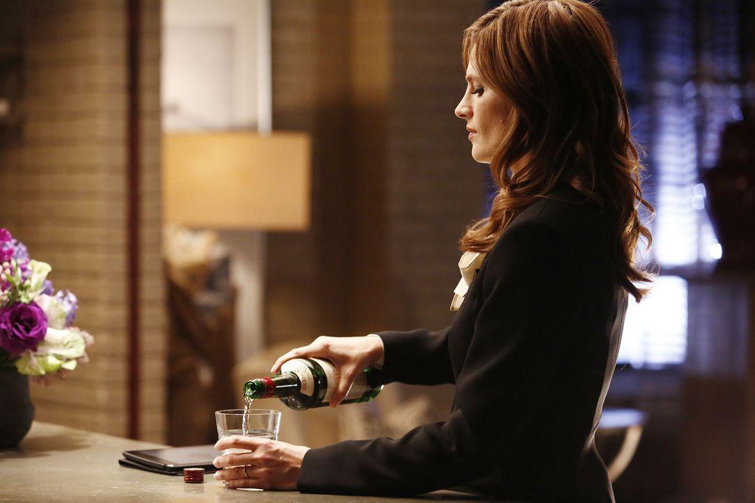 Beckett (Stana Katic) und Castle müssen in ihrem neuen Fall den Mörder eines Schmugglers aufspüren, sind jedoch überrascht, als sie herausfinden, wa... - Bildquelle: Nicole Wilder 2016 American Broadcasting Companies, Inc. All rights reserved.