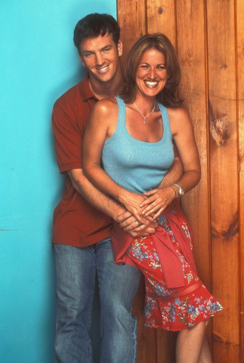 (2. Staffel) - Eds bester Freund Dr. Mike Burton (Josh Randall, l.) und seine Frau Nancy (Jana Marie Hupp, r.) ... - Bildquelle: TM &   Paramount