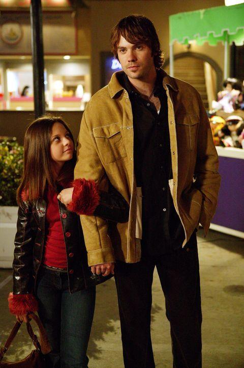 Verbringen einen ganz besonderen Tag miteinander: Matt (Barry Watson, r.) und Ruthie (Mackenzie Rosman, l.) - Bildquelle: Paul McCallum The WB Television Network