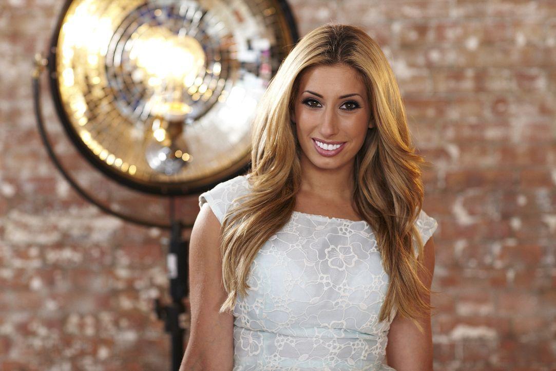 """In """"Top Dog Model"""" entscheidet Stacey Solomon zusammen mit zwei weiteren Jurymitgliedern, welcher Vierbeiner als Model im Werbespot des weltbekannte... - Bildquelle: 12 Yard Productions/ITV"""