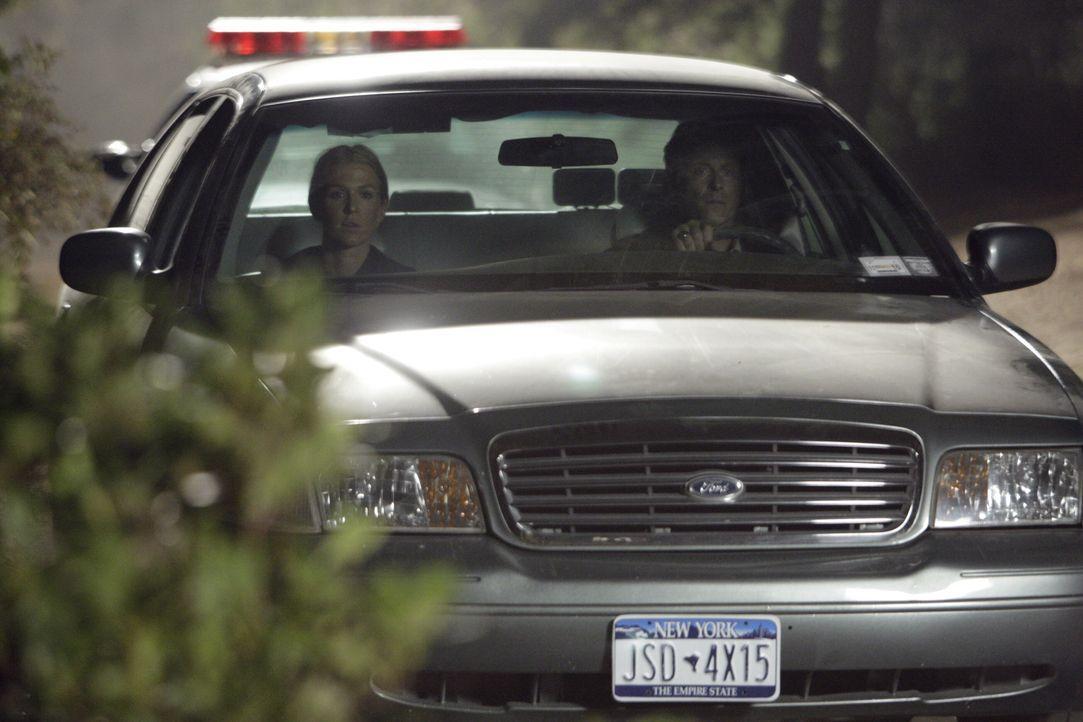 Die kleine Maddie ist offensichtlich entführt worden. Samantha Spade (Poppy Montgomery, l.) und Clark Medina (Steven Weber, r.) machen sich auf die... - Bildquelle: Warner Bros. Entertainment Inc.
