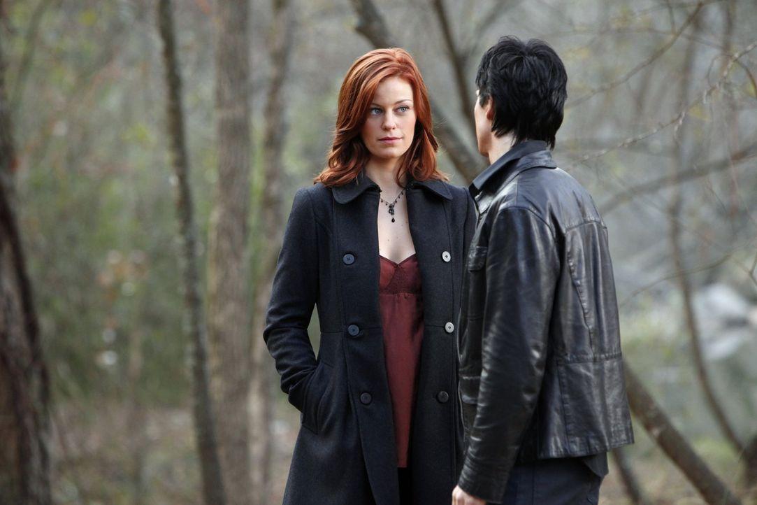 Treffen sich ein Jahrhundert nach ihrer ersten Begegnung wieder: Sage (Cassidy Freeman, l.) und Damon (Ian Somerhalder, r.) ... - Bildquelle: Warner Brothers