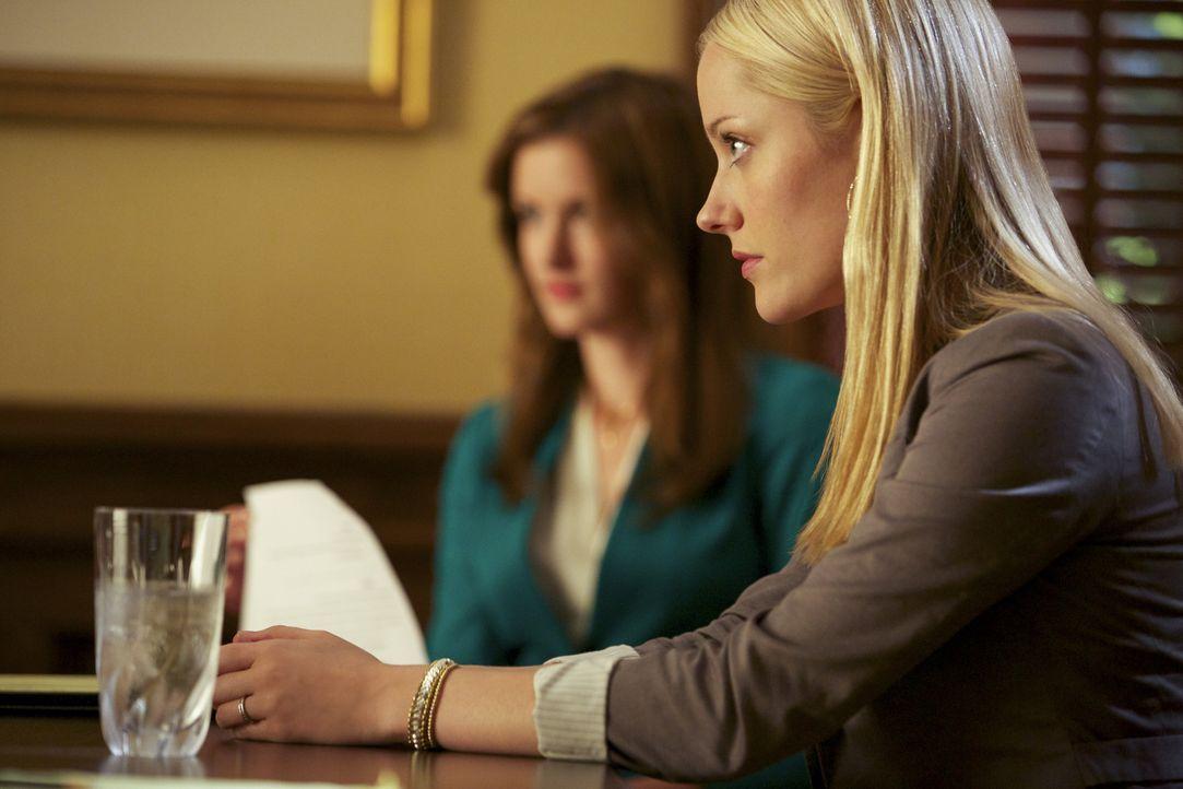 Lee Anne (Georgina Haig) will endlich einen Schlussstrich unter ihre Beziehung zu Terry ziehen, doch für ihn ist das Thema noch nicht vollständig be... - Bildquelle: 2013 CBS BROADCASTING INC. ALL RIGHTS RESERVED.