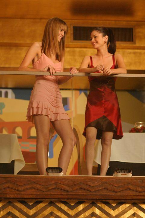 Haben Probleme, jedoch unterschiedlicher Art: Summer (Rachel Bilson, r.) und Marissa (Mischa Barton, l.) ... - Bildquelle: Warner Bros. Television