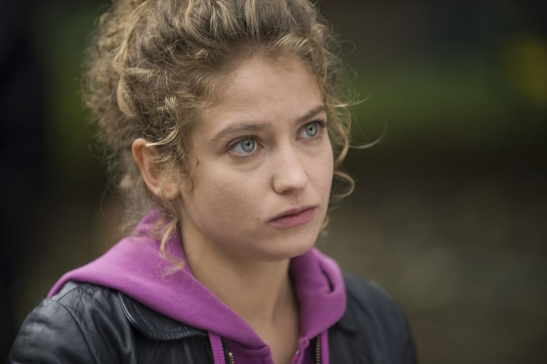 Kann Emma Tomasi (Sophie de Fürst) ihren neuen Kollegen endlich beweisen, was sie drauf hat? - Bildquelle: 2015 BEAUBOURG AUDIOVISUEL