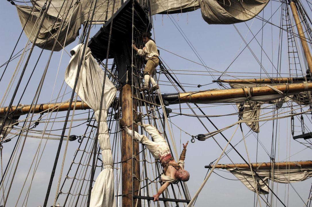 Stunts ohne Stuntmen: Jürgen Vogel (unten) und François Goeske (oben) in zehn Meter Höhe - Bildquelle: Gordon Mühle ProSieben